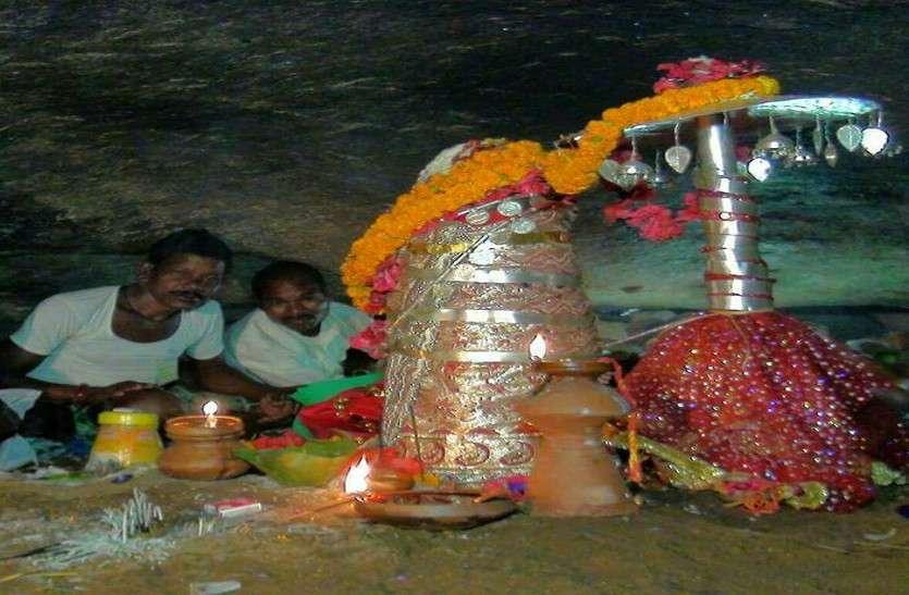 ये है देश का अनोखा मंदिर जहां रेंगकर दर्शन  करते है श्रद्धालु, खीरा चढ़ाने पर होती है सारी मुरादें पूरी