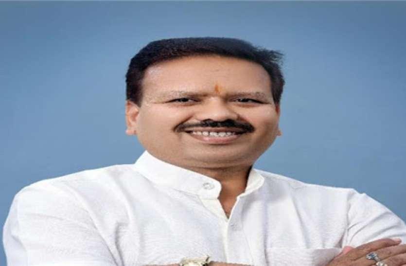 पहल: कोरोना वायरस से निपटने विधायक विनोद चंद्राकर ने एक महीने का वेतन मुख्यमंत्री सहायत कोष में किया दान
