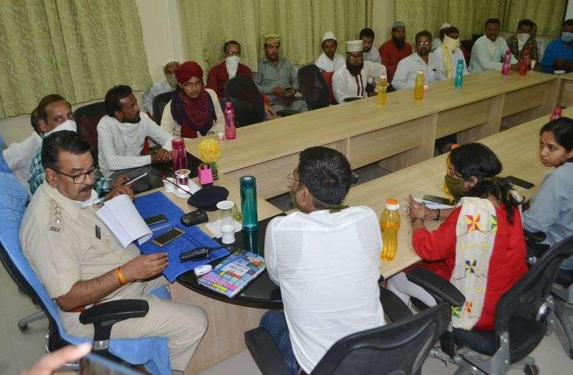 मस्जिद पर नवाज अदा पर रोक, घर से बाहर निकलने वालों पर कार्रवाई