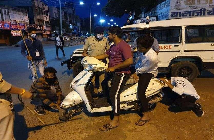 अब कफ्र्यू में दोपहर 12 बजे बाद पुलिस की सख्ती