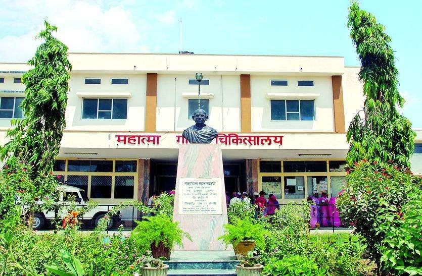 डाक्टर दम्पत्ती को स्वयं के आग्रह पर किया जयपुर रेफर