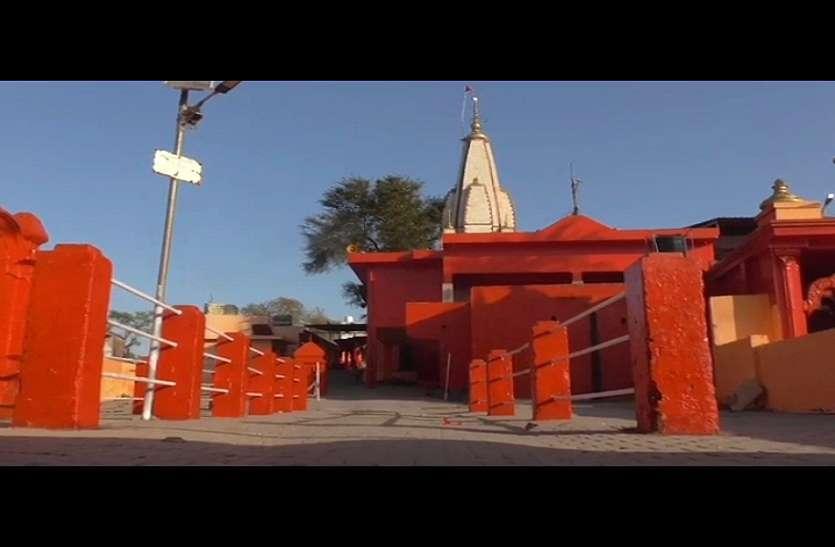 कोरोना का खौफ: नवरात्र में भक्तों से भरे रहने वाले प्राचीन मंदिरों में पसरा सन्नाटा