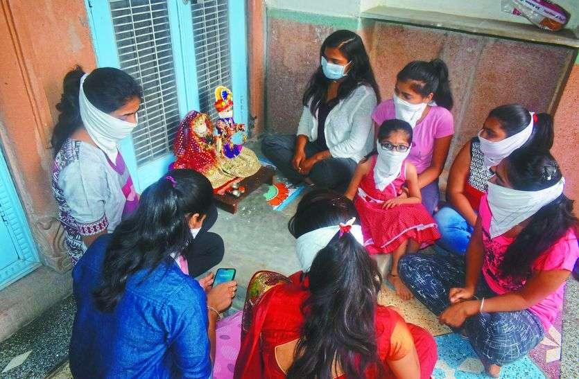 गणगौर पर कोरोना का छाया, घरों में ही पूजा कर रहीं तीजणियां