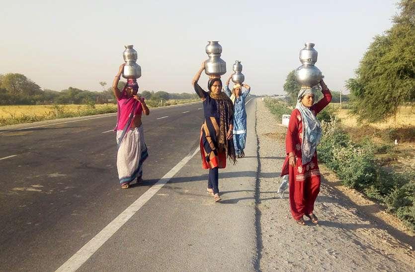 फ्लोराइड युक्त पानी उगल रहे है जल स्त्रोत, दुषित पानी पीने को मजबूर ग्रामीण