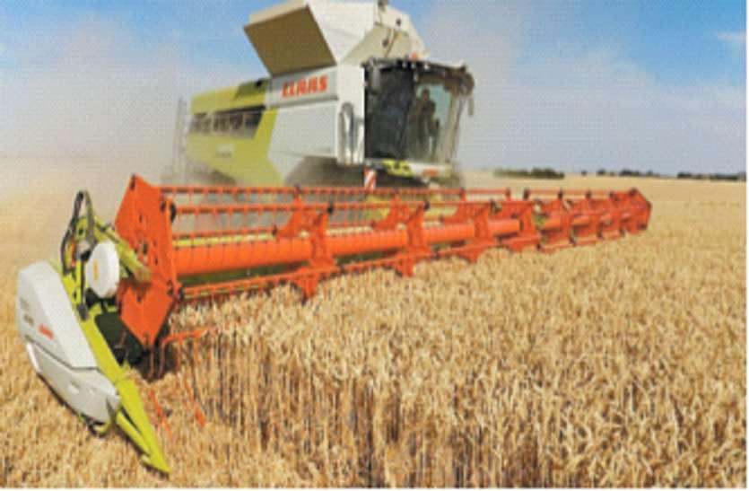 फसलों पर संकट, न मशीनें मिल रही और न मजदूर