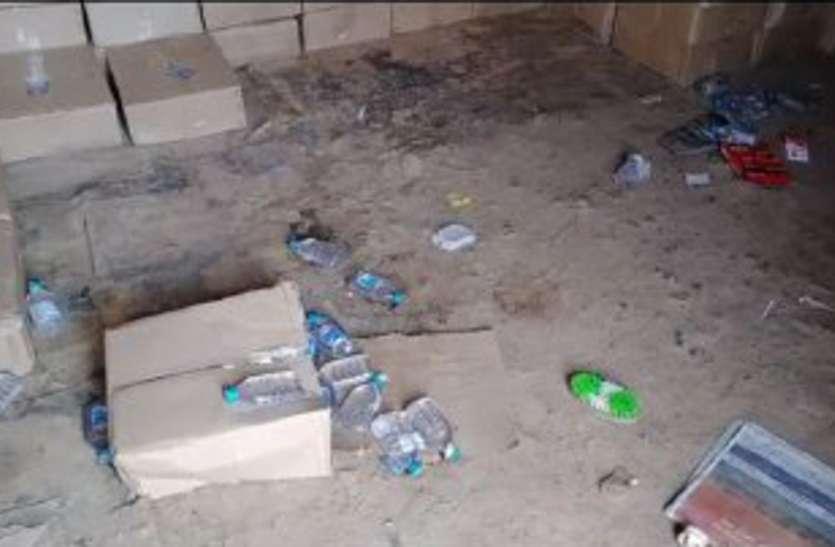 शराब दुकान में चोरी, 270 पेटी शराब ले गए बदमाश