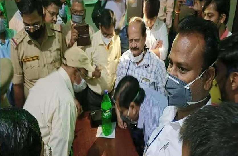फर्रुखाबाद में चिकित्सक से अभद्रता, हड़ताल पर डॉक्टर, इमरजेंसी बंद