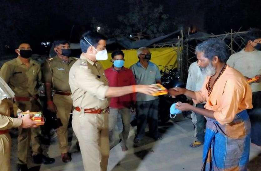 दो दिन से भूखे परिवार ने लगाई गुहार तो मदद को जा पहुंची पुलिस