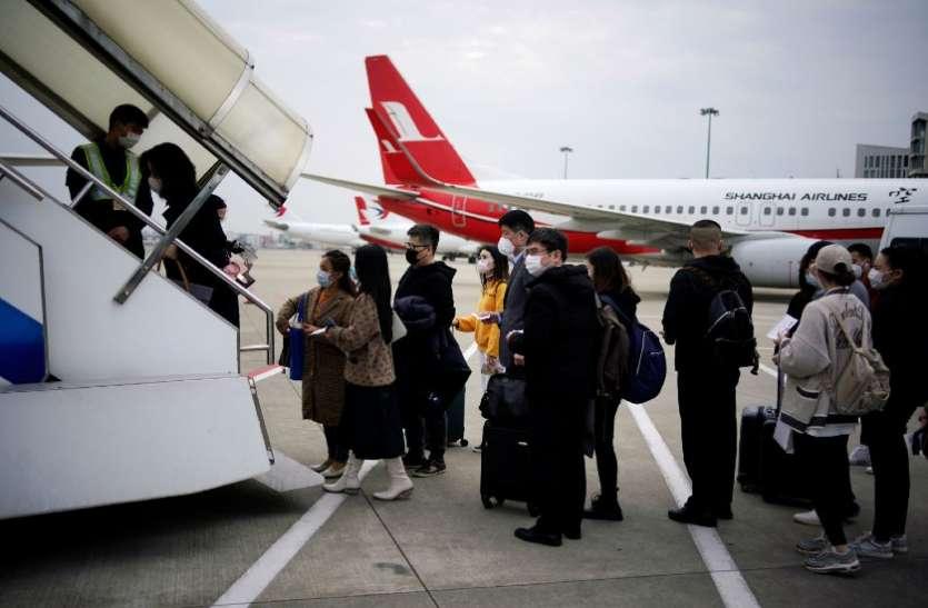 कोरोना: दुनिया के सबसे ताकतवर देश में मचा हाहाकार, लोग घर लौटने के लिए खरीद रहे हैं 20 लाख रु का टिकट
