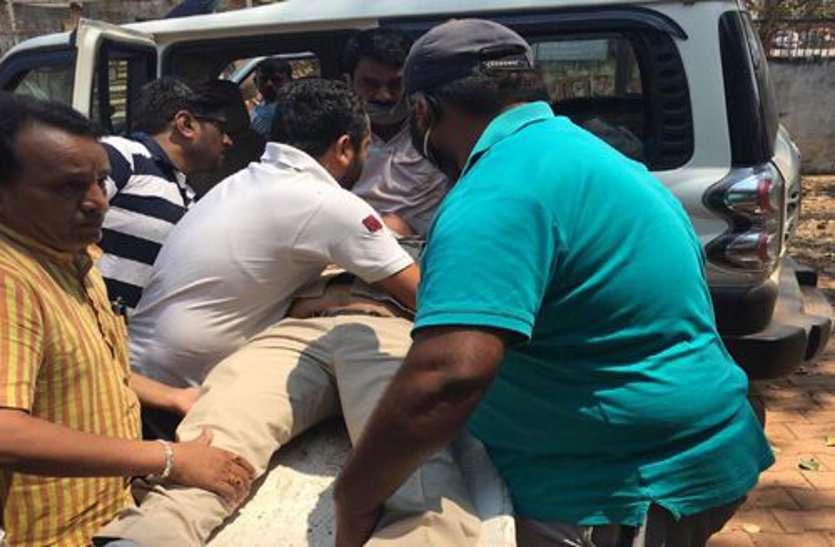 लॉक डाउन:  सुरक्षा में लगी पुलिस पर आर्मी जवान और सब्जी व्यापारी ने तलवार से किया हमला, दो जवान घायल