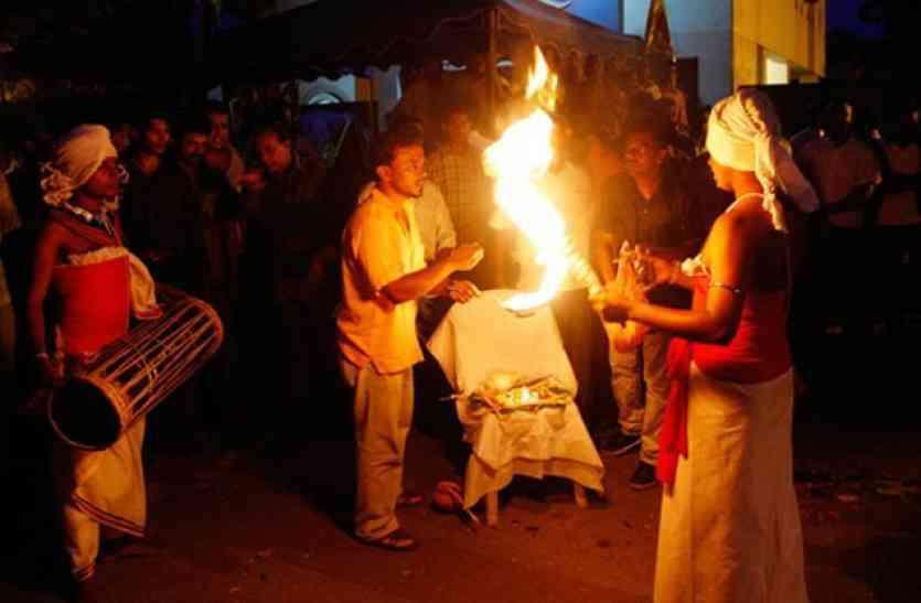 छत्तीसगढ़ में है 200 साल पुराना डायन का मंदिर, जहां नवरात्रि में नौ दिन होती है पूजा, बिना दान किए अगर बढ़ गए आगे तो...