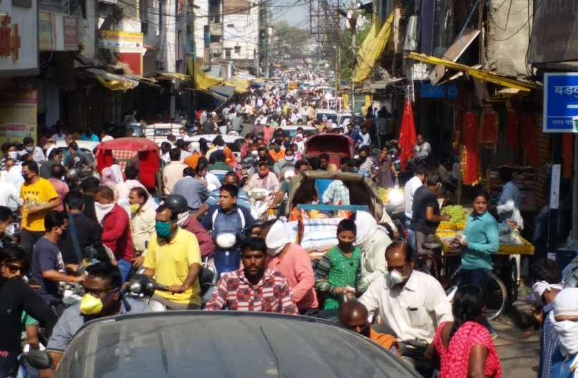 21 दिन लॉकडाउन के बाद बाजारों की और दौड़े लोग, जाम जैसी स्थिति