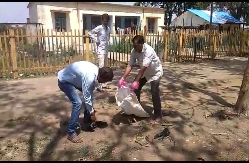 रीठी रेलवे स्टेशन परिसर में दर्जनों कौवों की अचानक मौत, वन विभाग ने अपने सुपुर्द में लेकर शुरू की जांच