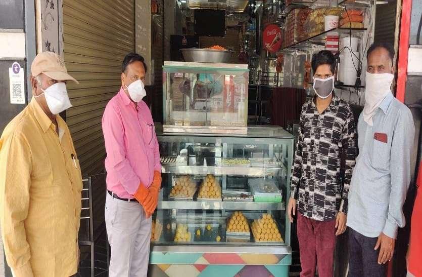 कोरोना से जंग में मदद के लिए आगे आया जैन समाज, नमकीन दुकानदारों ने भी निभाया फर्ज