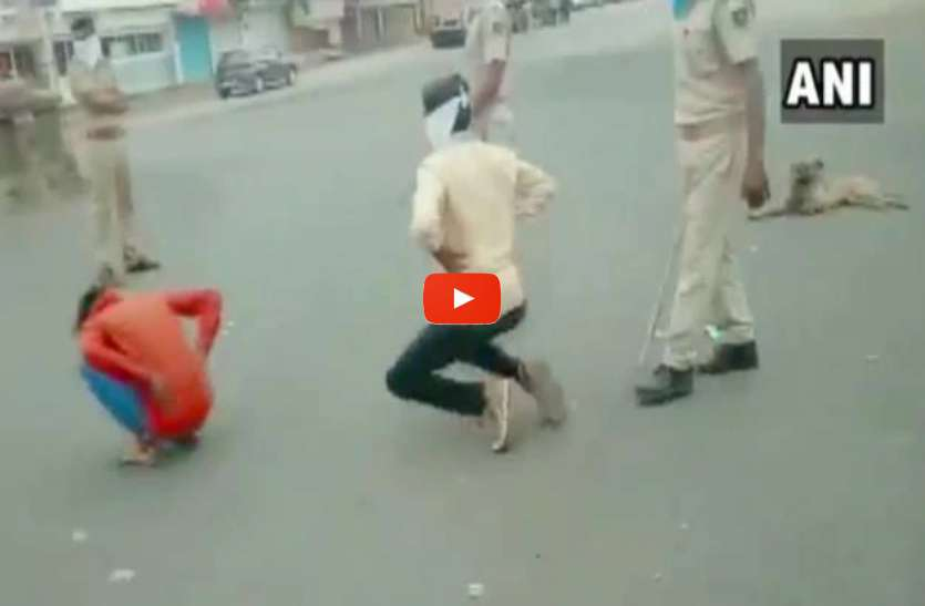 Coronavirus: लॉकडाउन का उल्लंघन करने वालों को मुर्गा बनाकर सड़कों पर घुमा रही पुलिस, देखें कुछ वीडियो