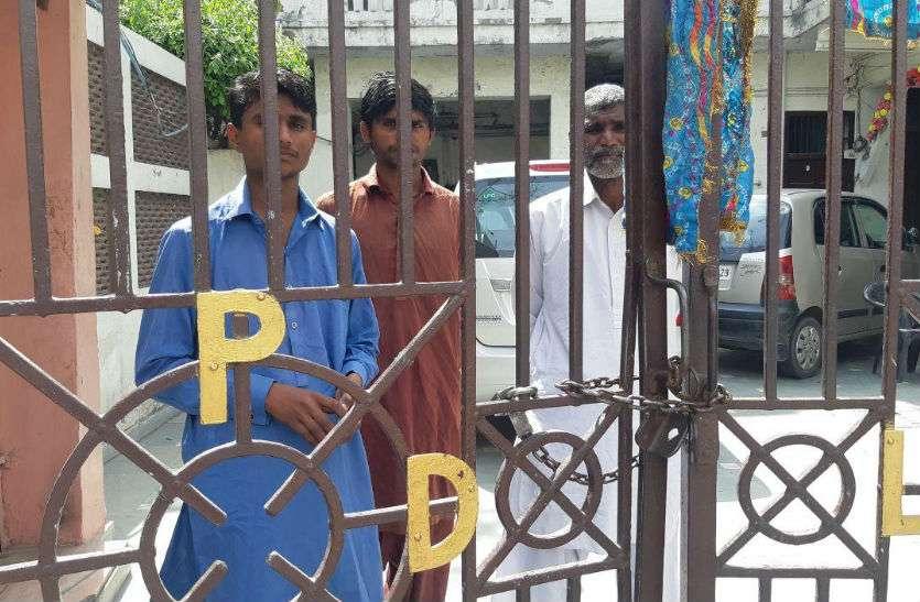 हनुमान मंदिर के निकट धर्मशाला में रखे गए पाकिस्तानी, पुलिस कर रही निगरानी