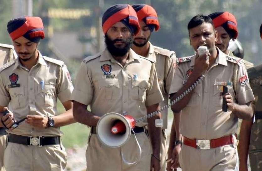 लॉकडाउन में पंजाब पुलिस ने दिखाई दरियादिली, सीएम कैप्टन अमरिंदर सिंह भी हो गए मुरीद..देखे वायरल वीडियो