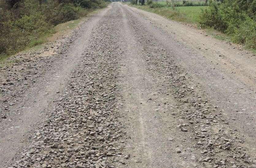 जमीनी विवाद के कारण लटका मुख्यमंत्री ग्राम सड़क का निर्माण कार्य