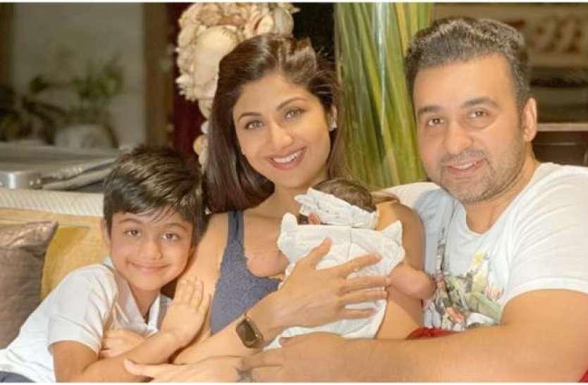 शिल्पा ने बेटी के साथ शेयर की पूरी फैमिली फोटो, घर के मंदिर में  समिशा को दिलाया आर्शीवाद