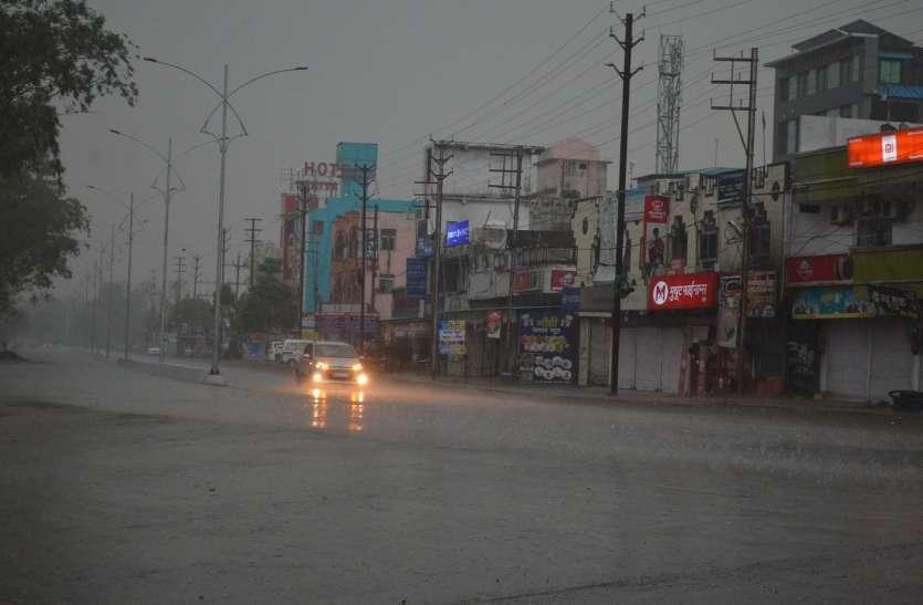 मौसम ने बदली करवट : अंचल में तेज बारिश के साथ गिरे ओले, किसान मायूस