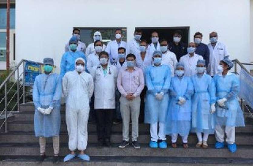 कोरोना से जीतने सरकार ने उतारी नई फौज, लगाए 735 नए डॉक्टर
