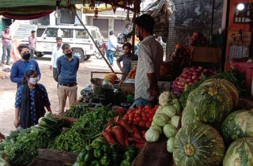 किराना, सब्जी दुकान पर बाजार भाव से ज्यादा दाम की वसूली