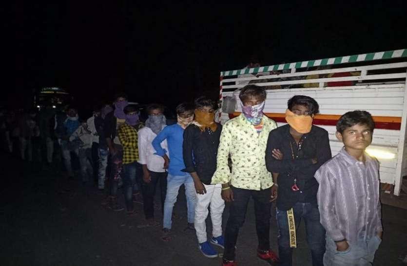 आलीराजपुर में सैकड़ों की संख्या में गुजरात से लौटे मजदूर