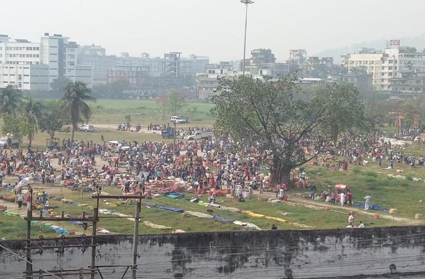 असम में लॉकडाउन के दौरान बाजारों में उमड़ी भीड़, सरकार ने उठाए सख्त कदम