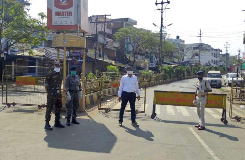 लॉकडाउन के मद्देनजर सख्ती, चौराहों पर पुलिस बल तैनात