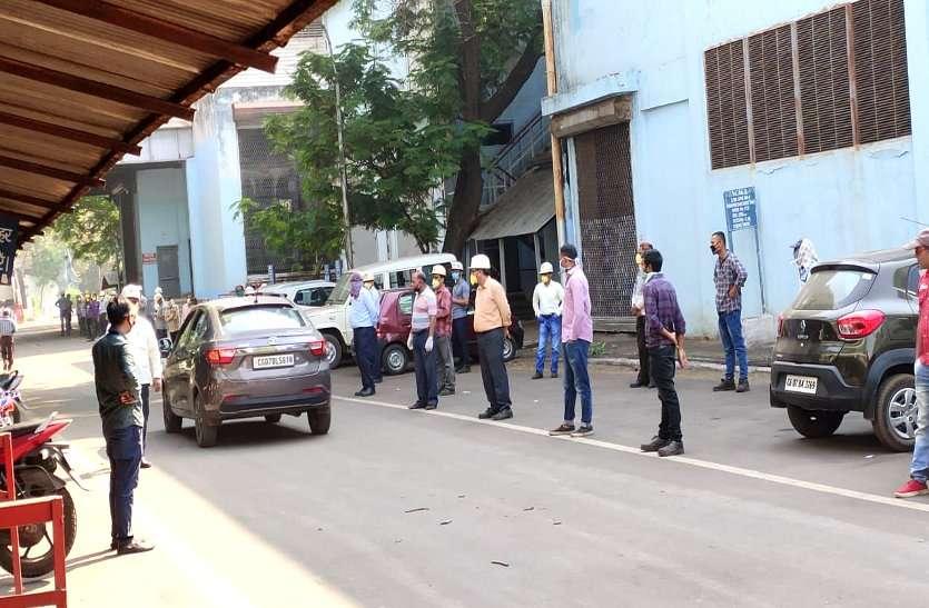 कोरोना खौफ: प्रबंधन के फैसले से नाखुश BSP के नियमित कर्मी काम से लौट, रेलमिल सहित कई विभागों में काम ठप
