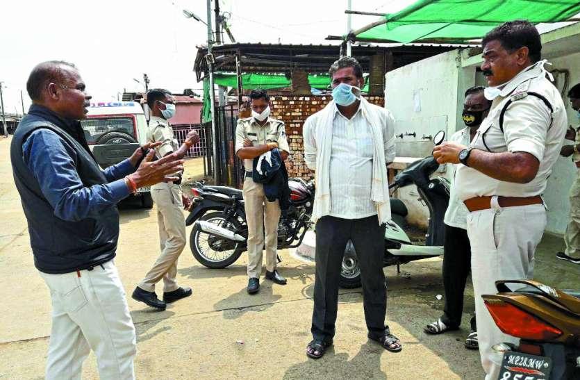 Lockdown: जनता हुई बेकाबू तो पुलिस ने भांजी लाठियां