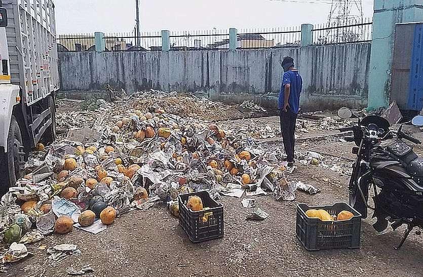 कोरोना के कहर से एक करोड़ के  फल   ढेर