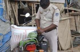 फुर्सत के क्षण में मनोरंजन और परिवार की जिम्मेदारी निभाती दिखी पुलिस