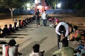 जरुरतमंदों की सहायता के लिए अंबुजा सीमेंट ने दस लाख दिए