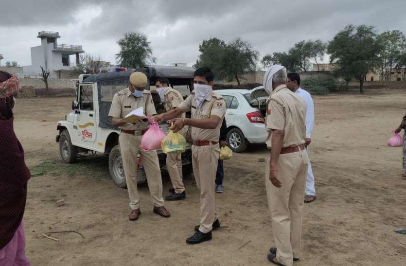 पुलिस ने 30 परिवारों को बांटा राशन