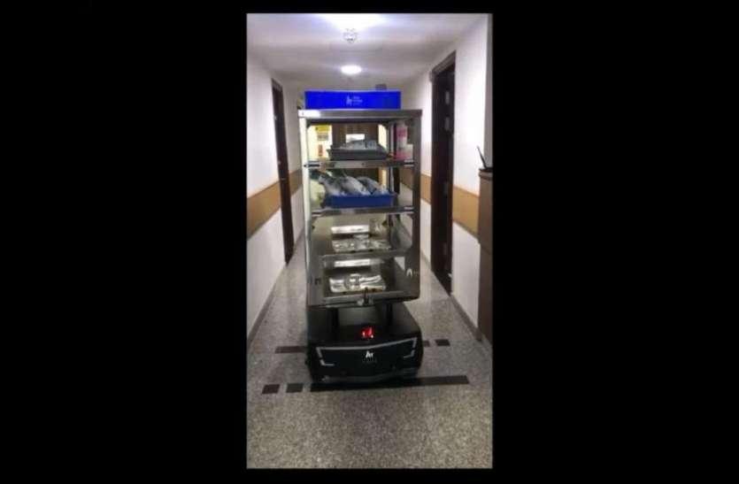 Coronavirus: इस शहर में कोरोना के मरीजों को रोबोट परोस रहा खाना, दवाई देने का भी कर रहा काम