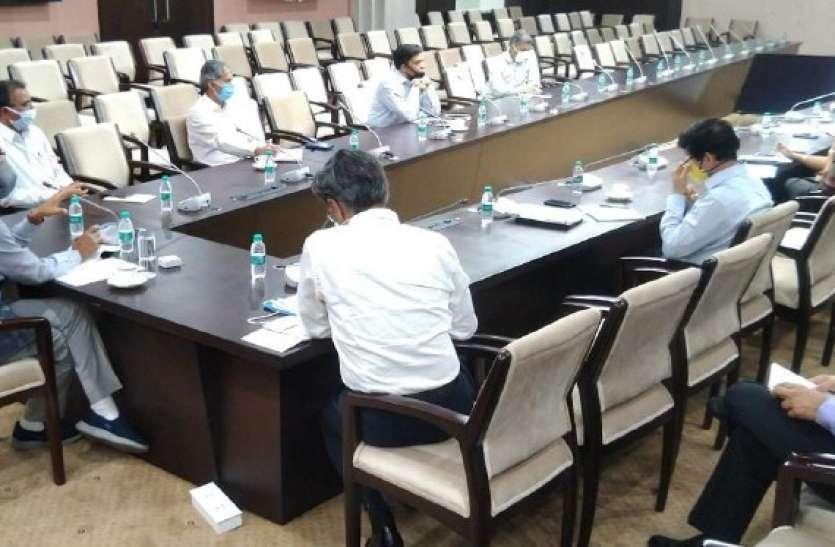 सीएम शिवराज ने मंत्रालय सभाकक्ष में की समीक्षा,राज्य में कोरोना  की स्थिति जानी ,देखें वीडियो