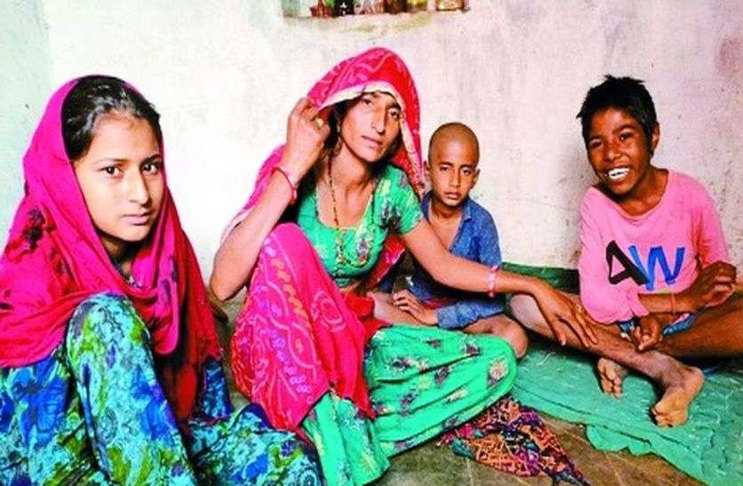पति की मौत के बाद प्रेम देवी की जिंदगी लॉक