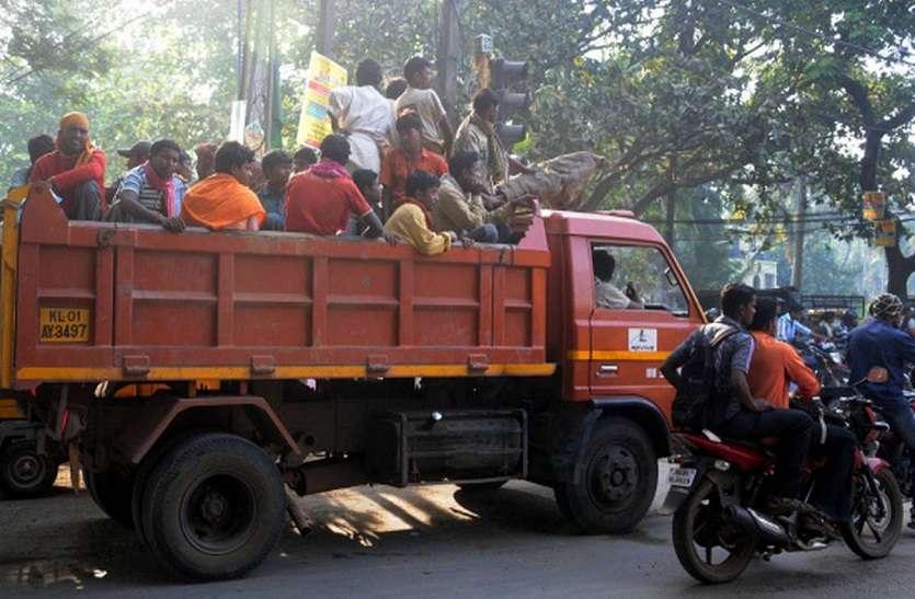 ट्रक में सवार होकर जा रहे 70 श्रमिक पुलिस हिरासत में