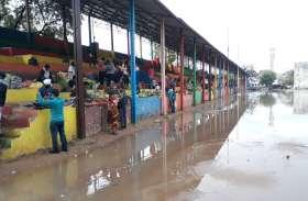 छह जगहों पर लगाया सब्जी बाजार, बारिश के कारण नहीं पहुंची ज्यादा भीड़