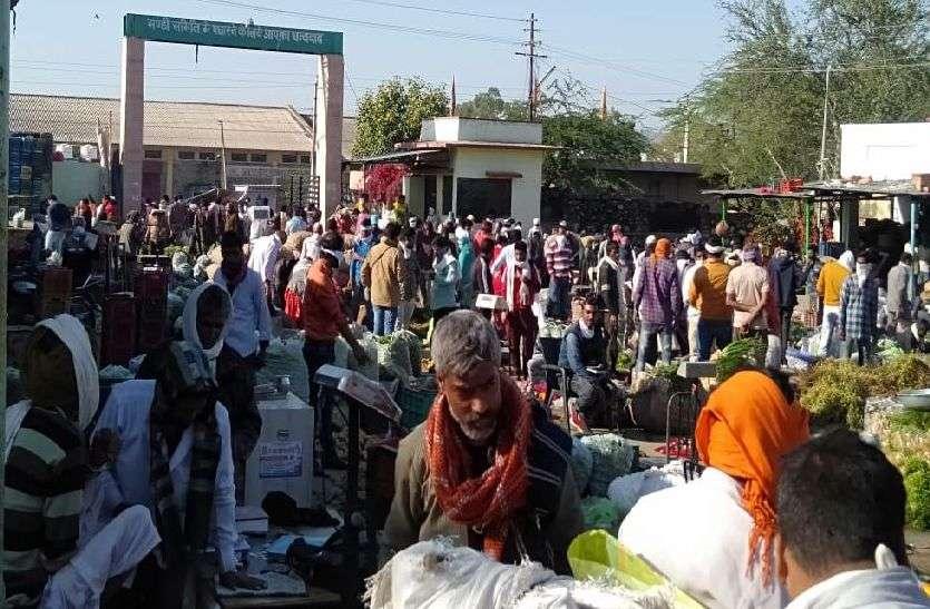 kishangrh_किशनगढ़ सब्जी मंडी में उमड़ी भीड़!