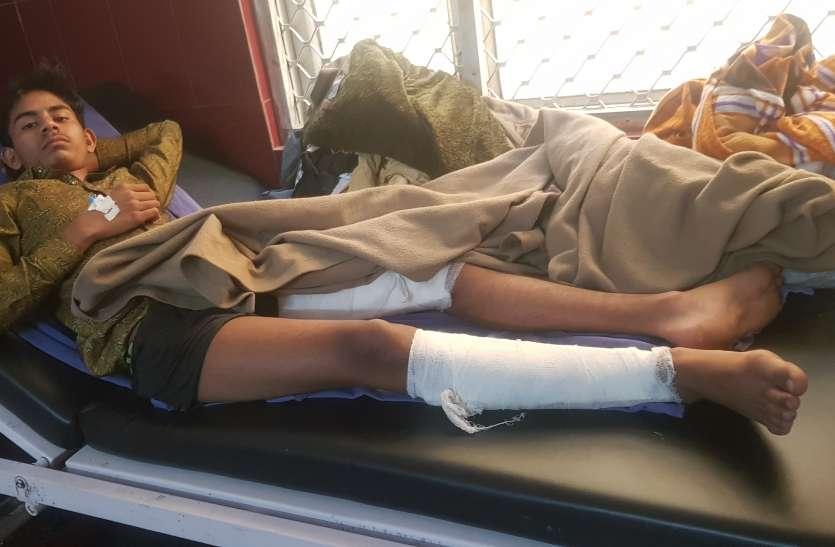 लॉकडाउन: गुजरात से मजदूरों और छात्रों को भरकर आ रहा ट्रक रामपुर में पलटा, लोगों की हो गई ऐसी हालत