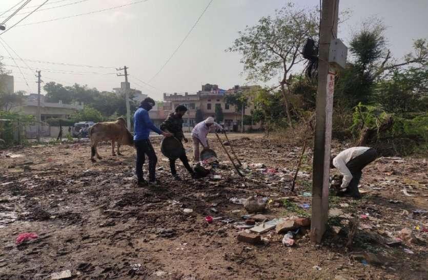 पूरे देश में कोरोना वायरस का डर, लेकिन अलवर नगर परिषद का वही पुराना ढर्रा, सफाई कर्मियों को कोई सुविधा नहीं