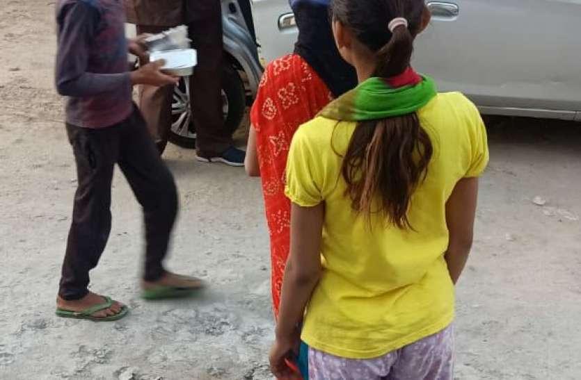 Corona Jaipur : भोजन व्यवस्था में प्रशासन के साथ जनता के हाथ