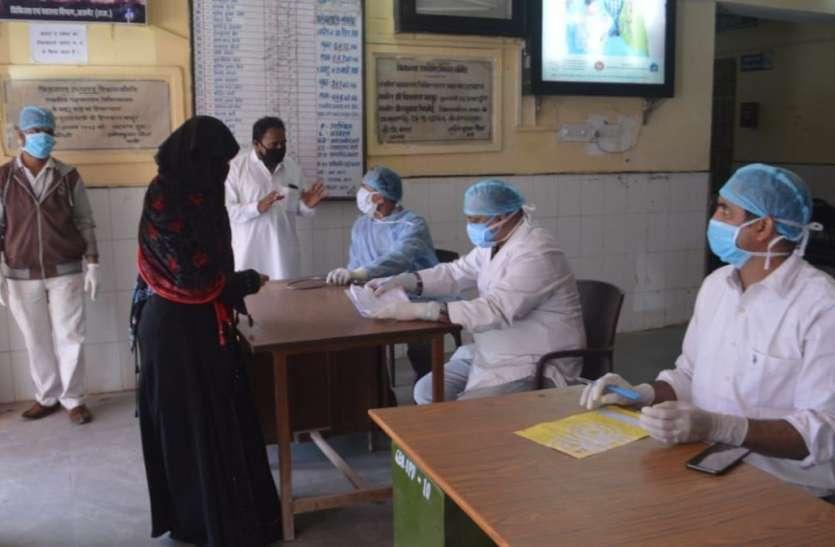 kishangrh_सरकारी हॉस्पिटल में भीड़, पर कर रहे सोशल डिस्टेंसिंग की पालना