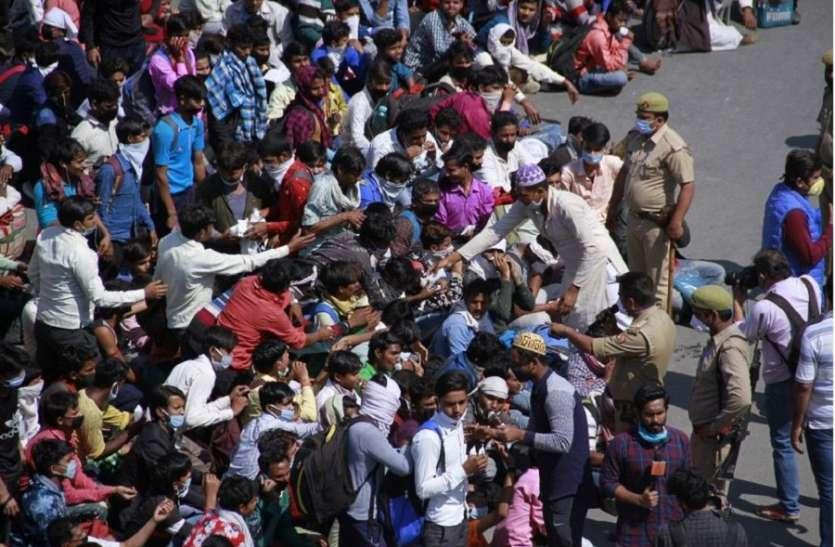 Lockdown: घर वापसी के लिए केरल की सड़कों पर उतरे प्रवासी कामगार, सरकार ने शिविरों में रहने के लिए किया राजी