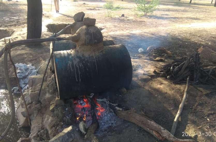 लॉकडाउन की आड़ में निकाली जा रही थी अवैध देशी हथकड शराब
