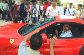 किसी लग्जरी फ्लैट से भी ज्यादा महंगी कार में चलते हैं कपिल शर्मा, करोड़ों में है कीमत
