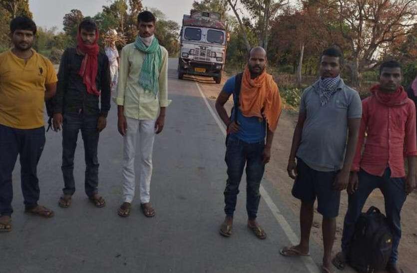 रोजी-रोटी के लिए बाहर कमाने गए छह मजदूर ट्रक पर सवार होकर लौट रहे थे गांव, हाटी मार्ग पर निरीक्षण दल ने रोका
