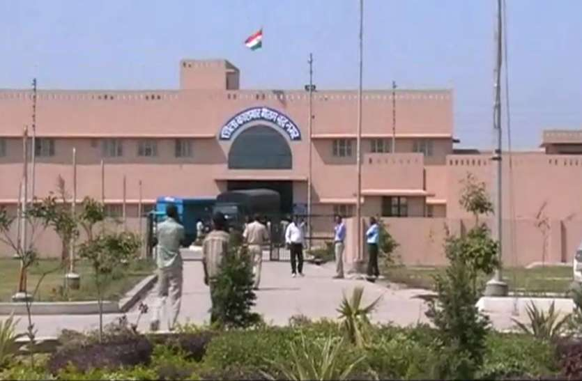 Noida में कोरोना के 31 केस सामने आने के बाद जेल से रिहा किए गए 23 कैदी, 56 की रिहाई आज